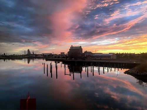 It was a picture perfect morning in Port Adelaide this morning. #ourportadl #southaustralia #seeaustralia #australiagram #portrenewal #portriver #portloop #sunrise #sunrise_sunsets_aroundworld #hartsmill
