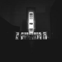 bibliateca (kair0s) Tags: street blanco luz noche arquitectura negro olympus cruz biblioteca fachada omd estructura em1 oms resplandor