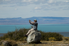 Shooting The Landscape (Pablo Arrigoni) Tags: santa patagonia man mountains water argentina argentine hat rock stone canon landscape outside eos agua alone phone paisaje cruz solo celular sombrero roca montañas piedra 18135 70d eos70d
