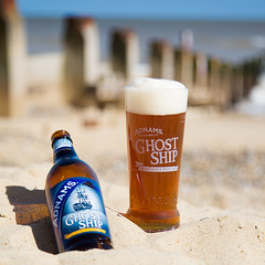Adnams Ghost Ship pint on Southwold beach (Adnams) Tags: beach beer bottle ship ghost pint southwold ghostship adnams