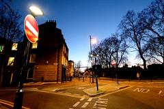 Kingdom colours (sergioereira) Tags: street blue light red sky signs streets london sign azul night lights twilight traffic north vermelho londres rua crepusculo transito islington ceu stree ruas placas trafic northlondon londoneer