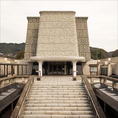 kyoto-0885-ps-w (pw-pix) Tags: white building strange japan grey kyoto exterior steps shape pillars railings layered nishihonganji tapered monzencho adjacenttomeichodohall