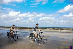 Turistas (Roberto Surez ( Cuba en Fotos )) Tags: cuba bicicleta bicicletas malecn lahabana