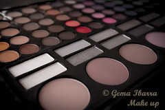Eye shadows palette por Gema Ibarra (GemaIbarra1) Tags: colors beauty horizontal set circle paint purple makeup nopeople collection multicolored eyeshadow variation palette powdercompact browncolor bodycare beautyproduct blackcolor pinkcolor nudecolor beautyandhealth makeupcosmetics