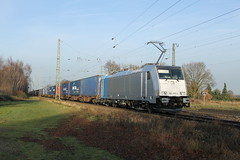 E-loc 186 455-2(Empel-Rees 28-12-2015) (Ronnie Venhorst) Tags: road railroad sport yard train canon deutschland eos rebel br outdoor d eisenbahn rail railway zug cargo 186 e freeway ms vehicle locomotive loc mm t3 bahn rees trein spoor duitsland deutsche 1100 spoorwegen bombardier lok treinen 455 traxx spoorweg elten nederlandse 2015 empel elok 1435 eloc baureihe f140 goederentrein 1100d materieel kombiverkehr containertrein br186 empelrees eos1100d kombirail spoormaterieel eos1100 boboel