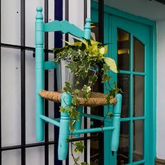 AZUL TURQUESA (bacasr) Tags: blue españa plant travelling planta azul andalucía chair turquoise decoration ivy viajando silla cádiz hiedra decoración sanlucardebarrameda turquesa littlechair