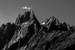 Un Matin sur Les Grands Charmoz (Frdric Fossard) Tags: nature alpes lumire altitude ombre contraste chamonix rocher alpinisme matin cime sauvage clart hautesavoie sommet aiguille crtes paroi aiguillesdechamonix luminosit massifdumontblanc hautemontagne artes lesgrandscharmoz