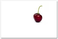Soledad / Loneliness (hequebaeza) Tags: red cherry rojo nikon simplicity simple minimalistic cerezas minimalista sencillo guindas macromondays d5100 nikond5100 vibrantminimalism hequebaeza
