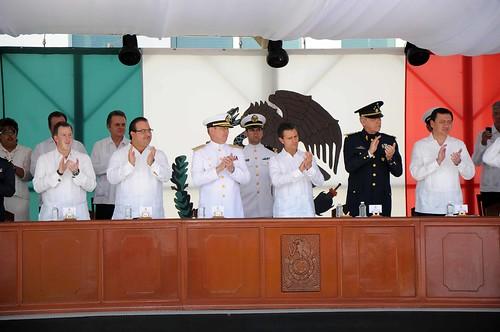 El gobernador Javier Duarte asistió a la Ceremonia de Jura de Bandera de los Cadetes de Primer Año de la Heroica Escuela Naval Militar.