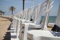 Alineadas para la fiesta. (www.rojoverdeyazul.es) Tags: espaa spain plastic alicante autor bueno charis sillas plstico lvaro