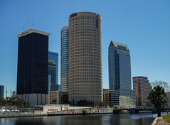 Downtown Tampa, Florida (andbog) Tags: city usa building skyline architecture skyscraper river tampa lowresolution nikon florida unitedstatesofamerica ps coolpix pointandshoot fl states grattacielo architettura lowres s9 citt hillsborough compactcamera rivergatetower nikoncoolpixs9