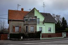 Rafraîchissement (Clydomatic) Tags: architecture peinture maison façade voisin mitoyen
