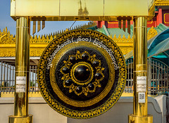gong in the shwedagon pagoda complex, yangon (Russell Scott Images) Tags: gong shwedagonpagoda myanmarburma yangonrangoon shwedagonzedidaw thegoldenpagoda thegreatdagonpagoda