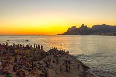 pr do sol em Arpoador, Rio de Janeiro (scottnhelms) Tags: sunset pordosol brazil brasil riodejaneiro br rj prdosol ipanema arpoador errajota