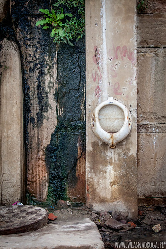 Toaleta na brzegu Gangesu w Waranasi