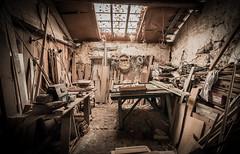 IMG_9727 (Romain Vincent) Tags: mess workshop dust exploration bois abandonned atelier abandonn dsordre poussire matriel canon1635 canon6d