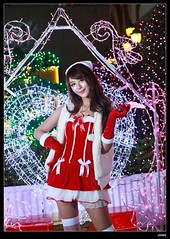 nEO_IMG_DP1U0609 (c0466art) Tags: christmas light portrait face night canon nice colorful pretty gorgeous taiwan showgirl short figure attractive lamps cloth charming decroration 1dx c0466art