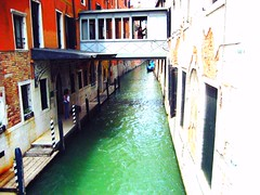 Venetian backyard,                       Italy (suominensde) Tags: city venice italy water alley aqua ciudad chunnel condol estadoitaliano