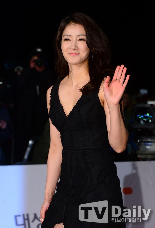 韩女星李诗英告别拳击 专注演戏签新东家