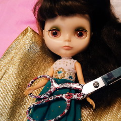 anouk: sewing helper?