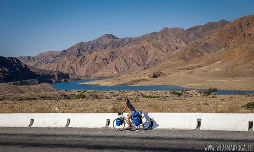 Góry i rzeka Naryn