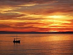 Crepsculo (Antonio Chacon) Tags: sunset espaa atardecer mar spain agua andalucia cielo puestadesol mediterrneo mlaga marbella