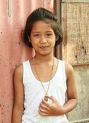 sparkling eyes girl (the foreign photographer - ) Tags: girl portraits canon thailand eyes kiss pretty bangkok buddha sparkling amulet khlong bangkhen thanon 400d