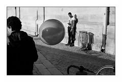 Paris (Punkrocker*) Tags: street city people paris france film 50mm md kodak trix olympus nb 400 zuiko om2 5018 bwfp