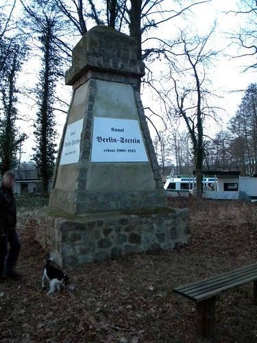 Malz bei Oranienburg - Denkmal zum Bau des Oder-Havel Kanal 13-02-2016