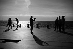 Silhouettes against the sea - Fujifilm x100t Monochrome + Red filter - street and travel (polybazze) Tags: ocean shadow sea reflection water monochrome contrast blackwhite waves fuji sweden fujifilm malm silhoutte redfilter selfie resund resundsbron vstrahamnen oresundbridge x100t