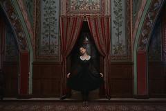 La Gouvernante (VINSO Photographie) Tags: france castle wall sarah french photo nikon dress angle robe femme bordeaux grand chateau mur rideau chateaux d800 gironde pessac merignac vinso brdx frtench