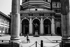 l'ordine preciso delle cose (pino piedimonte) Tags: bw italy woman church girl monocromo blackwhite donna italia milano chiesa statua biancoenero monocrome incomunicabilità canon450d neroametà licwip pinopiedimonte