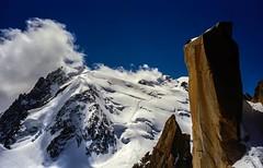Mont Blanc du Tacul et son Triangle (Frdric Fossard) Tags: alpes altitude trace glacier neige nuage chamonix rocher alpinisme montblancdutacul hautesavoie granit srac digitalcrack massifdumontblanc triangledutacul grandgendarme artesdescosmiques