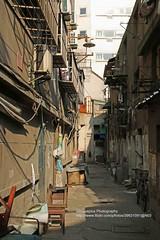 Shanghai, Anqing Rd., backyard (blauepics) Tags: china road street city houses building architecture chair backyard shanghai strasse stadt architektur elgin gebude stuhl rd hinterhof huser zhabei anqing chapei schanghai