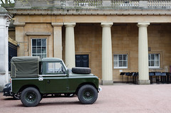 Land Rover Defender in the grounds of Buckingham Palace (Ian Redding) Tags: old uk england green london english heritage car wheel elizabeth traditional convertible queen buckinghampalace ii vehicle hood british parked bonnet landrover iconic tyre defender fourwheeldrive