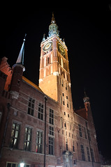 The Main Town Hall (pawkopl) Tags: street old red people heritage tourism fountain beautiful architecture night court dark lights town hall nikon dusk postcard main tourists after 28 middle neptune ages gdansk targ 1755 artus dlugi d7000 pawkopl