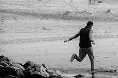 Jump (LACPIXEL) Tags: blackandwhite france blancoynegro beach jump nikon flickr noiretblanc playa salto fx plage youngman saut joven berck jeune pasdecalais d4s nikonfrance lacpixel