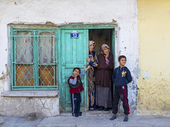 EM160143a391 (Nevi ahsna mnhasr) Tags: street leica houses people green colors children 50mm streetphotography olympus panasonic olympusomd