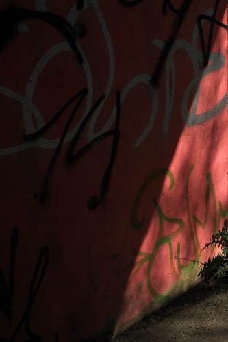 "Dreieck-Licht • <a style=""font-size:0.8em;"" href=""http://www.flickr.com/photos/69570948@N04/26553765806/"" target=""_blank"">Auf Flickr ansehen</a>"