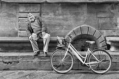 Barcollo ma non mollo (carlo tardani) Tags: lucca toscana bicicletta nikond800 bestportraitsaoi