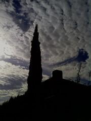 (aliciap.clausell) Tags: sky clouds contraluz arbol cielo nubes siluetas chimenea cipres