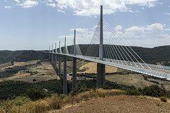 Viaduc de Millau (Francis =Photography=) Tags: 2001 bridge france canon norman viaduct strasbourg foster valley pont autoroute tarn a75 millau viaduc aveyron valle 2015 midipyrnes viaducdemillau 600d haubans