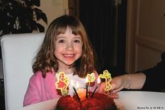 Elonore souffle ses 4 bougies (Barnie76@ ,) Tags: famille portrait normandie enfant sourire calvados caen eleonore canon60d