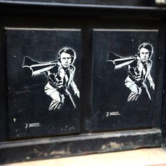 #dirtyharry #inspecteurharry by #yarps #clinteastwood #magnum #smithandwesson  #streetart #graffiti #spray #pochoir (pourphilippemartin) Tags: streetart graffiti spray clinteastwood magnum pochoir dirtyharry smithandwesson yarps inspecteurharry