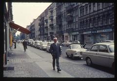 (Kaopai) Tags: auto west color berlin vintage dia 1966 architektur autos farbe farbig westberlin historisch westen pkw farbfoto grnderzeithuser farbdia fusgnger fusgngerweg