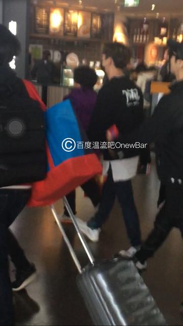 160329 Onew @ Aeropuertos de Shanghai y Guangzhou 25888982950_b4e35cf4aa_z