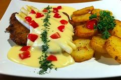 Schnitzel with White Asparagus (oldhamburg) Tags: schnitzel specials schnitzelhaus germanrestaurant oldhamburg