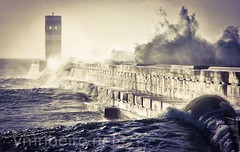 Foz do Douro (vmribeiro.net) Tags: sea lighthouse storm portugal geotagged mar sony porto farol tamron prt tempestade fozdodouro a350 farolim geo:lat=4114689067 geo:lon=867598057