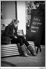 Kijken, kijken en niet proeven? (Digifred. Thx for > 3 000 000 views.) Tags: street city blackandwhite holland netherlands amsterdam blackwhite iamsterdam nederland streetphotography canals grachten straat 2016 digifred pentaxk3