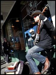 banjo (D G H) Tags: seattle street downtown banjo sidewalk pikeplacemarket busker pikeplacepublicmarket daveheston
